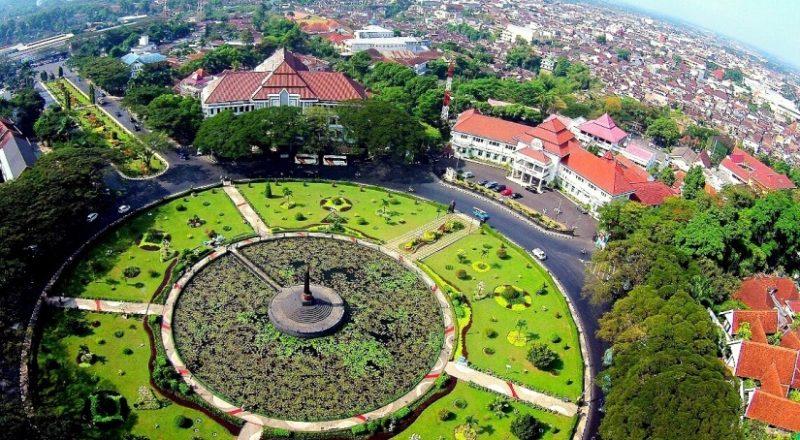 Tugu Balai Kota Malang