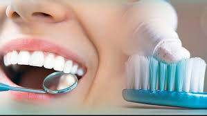 Cara Memutihkan Gigi dengan Bahan-Bahan di Rumah
